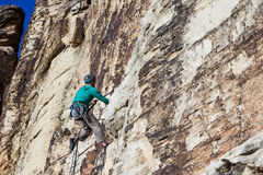 αναρρίχηση των σχοινιών δύο βράχου καλημάνων Στοκ εικόνα με δικαίωμα ελεύθερης χρήσης