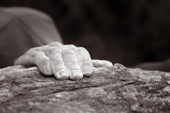 αναρριμένος στη σειρά βράχου χεριών ενιαία Στοκ φωτογραφίες με δικαίωμα ελεύθερης χρήσης