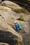 Αναρριμένος στον τουρίστα επάνω μέσω του ferrata Στοκ φωτογραφία με δικαίωμα ελεύθερης χρήσης