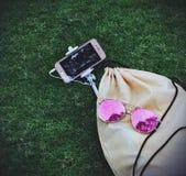 ανασκόπησης αστείες απομονωμένες γυαλιά νεολαίες λευκών γυναικών ζωής ρόδινες Στοκ φωτογραφία με δικαίωμα ελεύθερης χρήσης