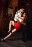 ανασκόπησης ζευγών λευκές νεολαίες salsa χορευτών χορεύοντας εμπαθείς Εμπαθές salsa Στοκ εικόνες με δικαίωμα ελεύθερης χρήσης