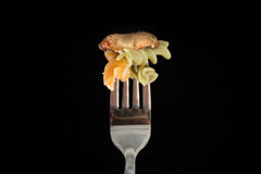 ανασκόπησης ζωηρόχρωμο γεύσεων τροφίμων λευκό ζυμαρικών fusilli ιταλικό Στοκ Εικόνες