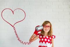 ανασκόπησης η μπλε κιβωτίων καρδιά δώρων ημέρας έννοιας εννοιολογική απομόνωσε τους διαμορφωμένους ακόμα κόκκινο βαλεντίνους καλα Στοκ Φωτογραφία