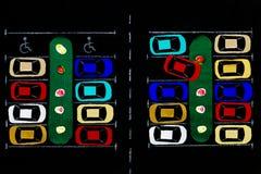 ανασκόπησης κουμπιών κινηματογραφήσεων σε πρώτο πλάνο ράβοντας νήμα δύο βελόνων έννοιας σκοτεινό ξύλινο Χώρος στάθμευσης υφάσματο Στοκ φωτογραφία με δικαίωμα ελεύθερης χρήσης