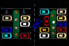 ανασκόπησης κουμπιών κινηματογραφήσεων σε πρώτο πλάνο ράβοντας νήμα δύο βελόνων έννοιας σκοτεινό ξύλινο Χώρος στάθμευσης υφάσματο Στοκ εικόνα με δικαίωμα ελεύθερης χρήσης