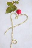 ανασκόπησης κόκκινος s ημέρας χρυσός βαλεντίνος καρδιών Στοκ εικόνα με δικαίωμα ελεύθερης χρήσης
