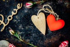 ανασκόπησης κόκκινος s ημέρας χρυσός βαλεντίνος καρδιών Στοκ Φωτογραφία