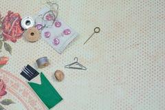 ανασκόπησης μασουριών κορδέλλες που τίθενται τις πολύχρωμες το ράψιμο Στοκ εικόνα με δικαίωμα ελεύθερης χρήσης