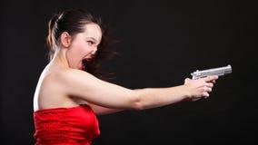ανασκόπησης μαύρες νεολαίες γυναικών πυροβόλων όπλων προκλητικές Στοκ Εικόνες