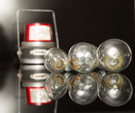 ανασκόπησης μαύρος φωτισμός νοημοσύνης βολβών πλήρης Στοκ Φωτογραφία