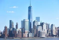 ανασκόπησης μπλε κτηρίων πόλεων υψηλός ορίζοντας Υόρκη ουρανού του Μανχάτταν νέος Στοκ εικόνες με δικαίωμα ελεύθερης χρήσης