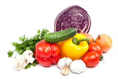 ανασκόπησης φρέσκων κρεμμυδιών αγγουριών φρέσκο λευκό λαχανικών ντοματών στούντιο άνοιξη κρεμμυδιών salat βλασταημένο Στοκ Εικόνες
