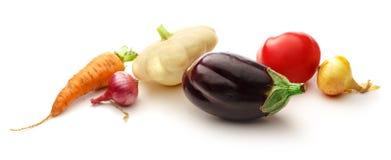 ανασκόπησης φρέσκων κρεμμυδιών αγγουριών φρέσκο λευκό λαχανικών ντοματών στούντιο άνοιξη κρεμμυδιών salat βλασταημένο Στοκ Εικόνα