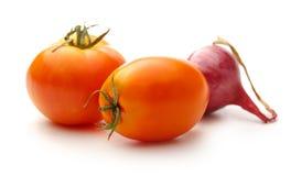 ανασκόπησης φρέσκων κρεμμυδιών αγγουριών φρέσκο λευκό λαχανικών ντοματών στούντιο άνοιξη κρεμμυδιών salat βλασταημένο Στοκ Φωτογραφίες