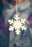 ανασκόπησης Χριστουγέννων νέο s snowflake διακοσμήσεων έτος Στοκ Φωτογραφίες