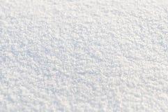 Ανασκόπηση από το άσπρο χιόνι. Μικρό βάθος της εστίασης Στοκ Εικόνες