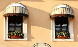 ανασκόπηση δύο Windows τοίχων Στοκ εικόνες με δικαίωμα ελεύθερης χρήσης