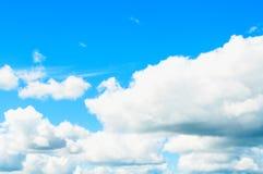 1 ανασκόπηση καλύπτει το νεφελώδη ουρανό Δραματικά νεφελώδη σύννεφα ουρανού - φυσικό τοπίο ουρανού Στοκ φωτογραφία με δικαίωμα ελεύθερης χρήσης