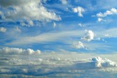 1 ανασκόπηση καλύπτει το νεφελώδη ουρανό Δραματικά νεφελώδη σύννεφα ουρανού - φυσικό τοπίο ουρανού Στοκ φωτογραφίες με δικαίωμα ελεύθερης χρήσης
