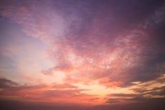 1 ανασκόπηση καλύπτει το νεφελώδη ουρανό στοκ φωτογραφίες