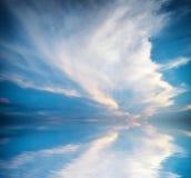 1 ανασκόπηση καλύπτει το νεφελώδη ουρανό Στοκ Εικόνα