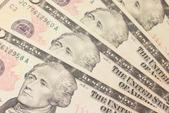 Ανασκόπηση με τα χρήματα ΗΠΑ λογαριασμοί 10 δολαρίων Στοκ Εικόνες