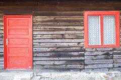 Ανασκόπηση με την κόκκινα πόρτα και το παράθυρο Στοκ εικόνες με δικαίωμα ελεύθερης χρήσης