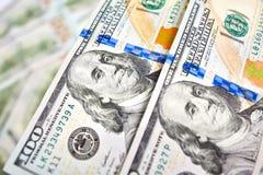 Ανασκόπηση με τους αμερικανικούς λογαριασμούς εκατό δολαρίων χρημάτων Στοκ φωτογραφίες με δικαίωμα ελεύθερης χρήσης