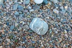 Ανασκόπηση πετρών θάλασσας Γκρίζο υπόβαθρο πετρών - σύσταση πετρών χαλικιών Στοκ φωτογραφίες με δικαίωμα ελεύθερης χρήσης