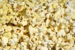 ανασκόπηση που τρώει μακρο popcorn τροφίμων κατασκευασμένο Στοκ φωτογραφίες με δικαίωμα ελεύθερης χρήσης