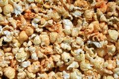 ανασκόπηση που τρώει μακρο popcorn τροφίμων κατασκευασμένο Στοκ Φωτογραφία