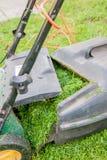 ανασκόπηση που ψαλιδίζει το απομονωμένο λευκό μονοπατιών θεριστών χορτοταπήτων Στοκ φωτογραφία με δικαίωμα ελεύθερης χρήσης