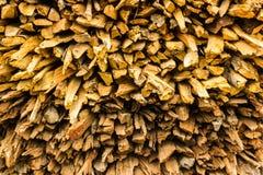 Ανασκόπηση του ξηρού τεμαχισμένου καυσόξυλου Στοκ Φωτογραφία