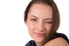 ανασκόπηση όμορφη που απομονώνει πέρα από τις λευκές κλείνοντας το μάτι νεολαίες γυναικών Στοκ Εικόνες