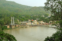 αναστολή ποταμών ganga γεφυρών rishikesh στοκ φωτογραφία