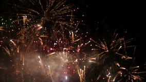 Ανατίναξη χρώματος εορτασμού πυροτεχνημάτων απόθεμα βίντεο