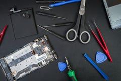 Αναταραχή εργασίας σε έναν μαύρο πίνακα του επισκευαστή Στοκ φωτογραφία με δικαίωμα ελεύθερης χρήσης