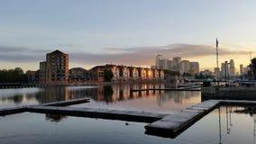Ανατολή αποβαθρών του Λονδίνου με την αποβάθρα Στοκ εικόνες με δικαίωμα ελεύθερης χρήσης