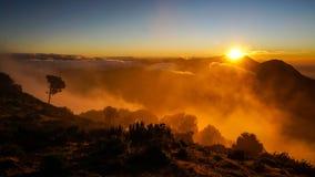 Ανατολή από την κορυφή του ηφαιστείου Σάντα Μαρία στη Γουατεμάλα στοκ εικόνες