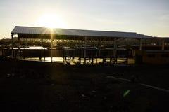 Ανατολή και αθλητικό δικαστήριο σε Calama Χιλή Στοκ Εικόνες