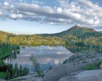 Ανατολή πέρα από την οροσειρά Νεβάδα λιμνών νησιών Στοκ εικόνες με δικαίωμα ελεύθερης χρήσης
