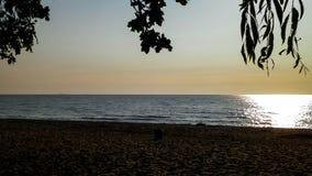 Ανατολή πέρα από τη θάλασσα της Βαλτικής και την αμμώδη παραλία του Gdynia, Πολωνία στοκ φωτογραφία με δικαίωμα ελεύθερης χρήσης