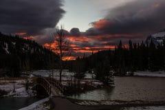 Ανατολή πέρα από τις λίμνες καταρρακτών, εθνικό πάρκο Banff, Αλμπέρτα, Καναδάς στοκ φωτογραφίες