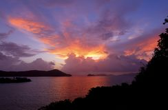 Ανατολή πέρα από τους αμερικανικούς Παρθένους Νήσους Στοκ εικόνα με δικαίωμα ελεύθερης χρήσης