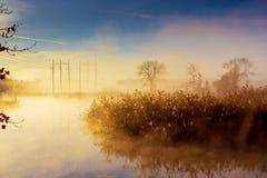 Ανατολή πέρα από το δάσος ομίχλης πρωινού ποταμών Στοκ φωτογραφίες με δικαίωμα ελεύθερης χρήσης
