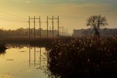 Ανατολή πέρα από το δάσος ομίχλης πρωινού ποταμών Στοκ φωτογραφία με δικαίωμα ελεύθερης χρήσης