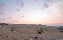 Ανατολή πέρα από το φαράγγι/το κύπελλο φλυτζανών τσαγιού στην κορυφογραμμή Sykes στα βουνά Pryor στα σύνορα του Ουαϊόμινγκ Μοντάν Στοκ Φωτογραφία