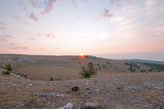 Ανατολή πέρα από το φαράγγι/το κύπελλο φλυτζανών τσαγιού στην κορυφογραμμή Sykes στα βουνά Pryor στα σύνορα του Ουαϊόμινγκ Μοντάν Στοκ Φωτογραφίες