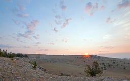 Ανατολή πέρα από το φαράγγι/το κύπελλο φλυτζανών τσαγιού στην κορυφογραμμή Sykes στα βουνά Pryor στα σύνορα του Ουαϊόμινγκ Μοντάν Στοκ εικόνες με δικαίωμα ελεύθερης χρήσης