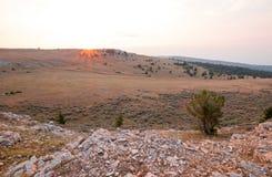 Ανατολή πέρα από το φαράγγι/το κύπελλο φλυτζανών τσαγιού στην κορυφογραμμή Sykes στα βουνά Pryor στα σύνορα του Ουαϊόμινγκ Μοντάν Στοκ Εικόνα